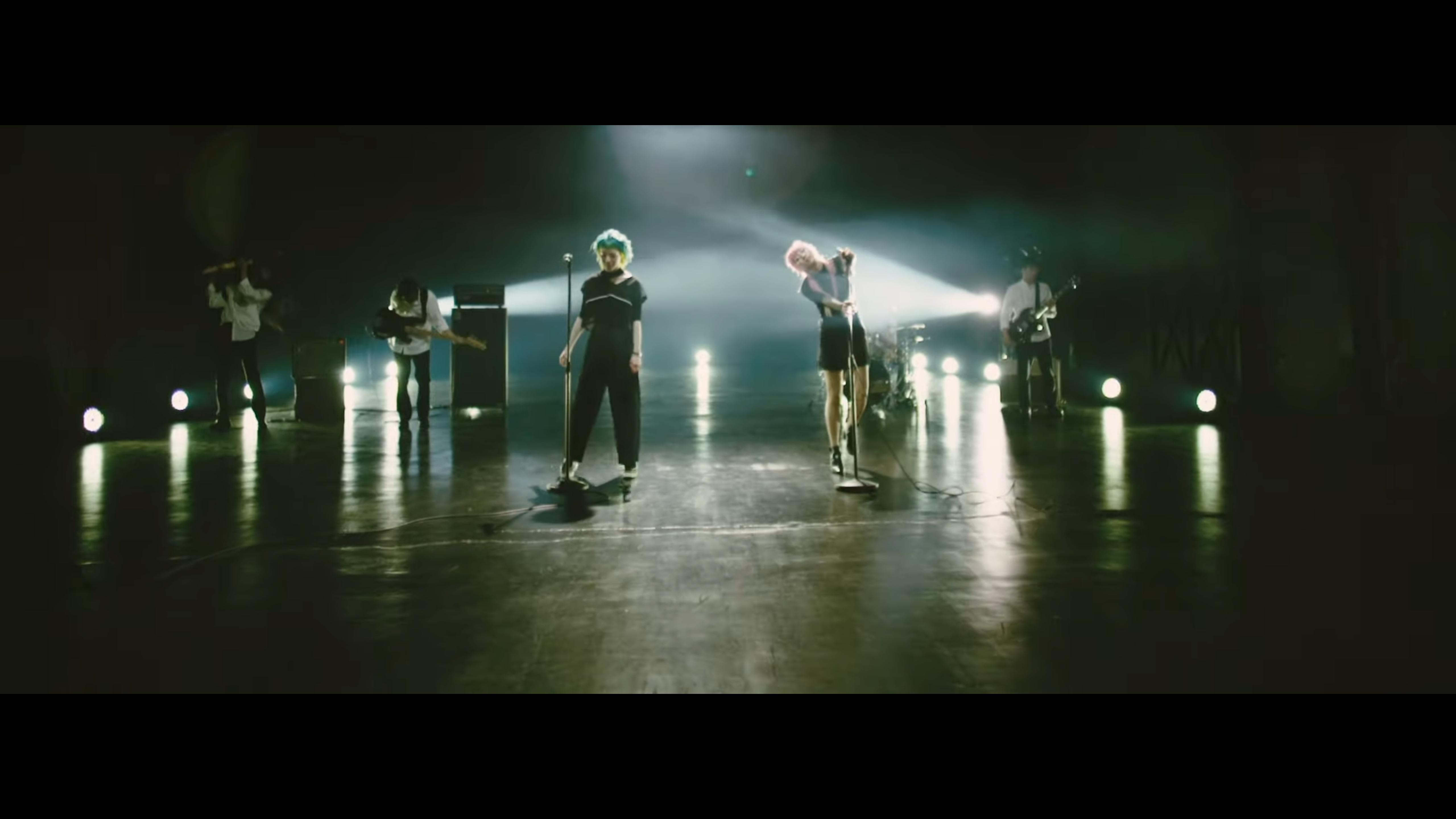 """おやすみホログラム """"slow dancer"""" MVに出演"""